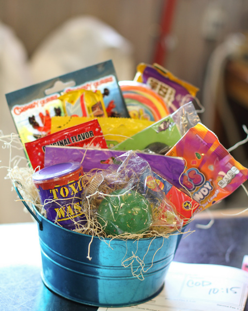 candy, basket, delivery, anoka, twin cities, minnesota, minneapolis, near, graduation